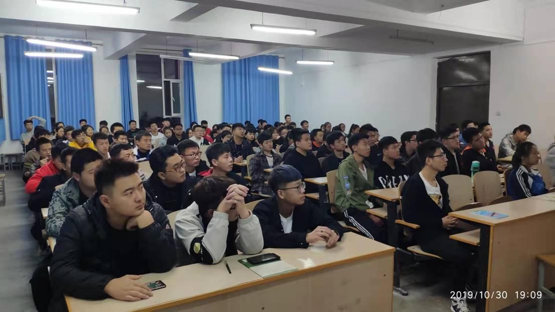 信息学生党支部组织学生观看《榜样4》专题节目